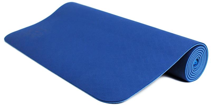 Коврик для йоги и фитнеса Ojas Shakti Pro, цвет: синий, 60 х 0,6 х 183 см2000102671274Коврик для йоги и фитнеса Ojas Shakti Pro - это экологичный, абсолютно гипоаллергенный коврик для йоги увеличенной толщины. Шоковое сцепление, износоустойчивость, упругость, красивые цвета делают этот коврик бестселлером. Коврик значительно легче любого другого коврика этих габаритов. Увеличенная толщина надежно защитит вас от холодного пола, на этом коврике комфортно заниматься даже на бетоном покрытии. Изготовлен по технологии TPE (thermal plastic elastomer).Разное рифление поверхностей обеспечивает чуть разное качество сцепления с ладонями или с полом. Дело даже не в собственно трении, а в ощущении фактуры коврика под ладонями. Вы можете сами выбрать ту поверхность для регулярных занятий, которая для вас наиболее комфортна. Одна сторона имеет более светлый тон, чем другая, и вы можете чередовать рабочие поверхности сообразуясь с вашим текущим настроением. Обе поверхности имеют примерно идентичные свойства и могут быть использованы для практики.Преимущества: уникальное сцепление, разные цвета поверхностей, легкость, наилучшая теплоизоляция. Как выбрать коврик для йоги – статья на OZON Гид.