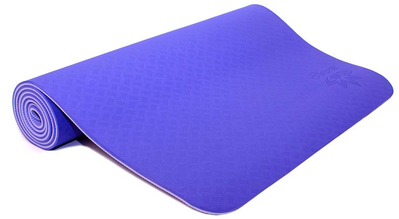 Коврик для йоги и фитнеса Ojas Shakti Pro, цвет: фиолетовый, 60 х 0,6 х 183 см2000102671281Экологичный, абсолютно гипоаллергенный коврик для йоги увеличенной толщины. Шоковое сцепление, износоустойчивость, упругость, красивые цвета делают этот коврик бестселлером. Коврик значительно легче любого другого коврика этих габаритов. Увеличенная толщина надежно защитит Вас от холодного пола, на этом коврике комфортно заниматься даже на бетоном покрытии. Сделан по технологии TPE (thermal plastic elastomer).Разное рифление поверхностей обеспечивает чуть разное качество сцепления с ладонями или с полом. Дело даже не в собственно трении, а в ощущении фактуры коврика под ладонями. Вы можете сами выбрать ту поверхность для регулярных занятий, которая для Вас наиболее комфортна. Одна сторона имеет более светлый тон, чем другая, и Вы можете чередовать рабочие поверхности сообразуясь с Вашим текущим настроением. Обе поверхности имеют примерно идентичные свойства и могут быть использованы для практики.Преимущества: уникальное сцепление, разные цвета поверхностей, легкость, наилучшая теплоизоляция.