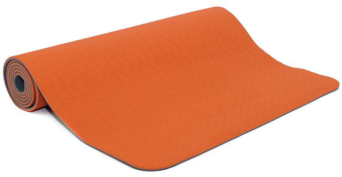 Коврик для йоги и фитнеса Bodhi Lotus Pro, цвет: оранжевый, 60 х 0,6 х 183 см2000102672622Lotus Pro признан элитным ковриком для йоги. Это очень липкий йога-мат для занятий йогой, пилатесом. Технология TPE гарантирует отсутствие соединений хлора при производстве и считается довольно экологичным. Поверхность двусторонняя с различным рельефом, очень мягкая. Она обеспечивают отличные противоскользящие свойства. Упругий, мягкий, толстый коврик предохранит твердые части тела при упорах на жестком полу в зале. На коврике выдавлен знак ОМ. Коврик очень легкий, весит всего 1200 грамм.Легкий и прочный, этот коврик будет вашим надежным спутником как при регулярной практике в йога-центре, так и в путешествиях. Lotus очень часто выбирают девушки и женщины, насыщенные расцветки и невероятно приятный материал, в который влюбляешься с первого прикосновения.