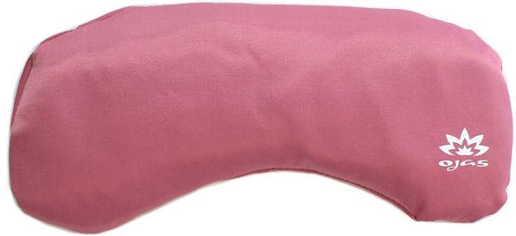 Подушка для йоги Ojas Linseed, цвет: розовый, 10 х 25 см2000102677825При практике глубокого расслабления очень важно расслабить глаза. Если глазные яблоки находятся в движении и напряженном состоянии, ум не успокоится. Подушечка для глаз, наполненная семенем льна, поможет создать ощущение тяжести глазных яблок и защитит глаза от света, что так необходимо в шавасане и йога-нидре. Материал, размер, плотность и вес подушечки подобраны таким образом, чтобы глазам и всему вашему телу было комфортно при практике расслабления.