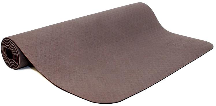 Коврик для йоги и фитнеса Ojas Shakti , цвет: коричневый, 60 х 0,4 х 183 см2000102695058Коврик для йоги и фитнеса Ojas Shakti - это экологичный и гипоаллергенный коврик для йоги стандартной толщины, значительно легче любого другого коврика этих габаритов.Толщина 4 мм обеспечивает небольшой объем коврика и малый вес, при этом не в ущерб упругости и теплоизоляции. Изготовлен по технологии TPE (thermal plastic elastomer). Разное рифление поверхностей обеспечивает чуть разное качество сцепления с ладонями или с полом.Дело даже не в собственно трении, а в ощущении фактуры коврика под ладонями. Вы можете сами выбрать ту поверхность для регулярных занятий, которая для вас наиболее комфортна. Одна сторона имеет более светлый тон, чем другая, и вы можете чередовать рабочие поверхности сообразуясь с вашим текущим настроением. Обе поверхности имеют примерно идентичные свойства и могут быть использованы для практики. Преимущества: уникальное сцепление, разные цвета поверхностей, легкость, отличная теплоизоляция, небольшой объем, упругость. Как выбрать коврик для йоги – статья на OZON Гид.