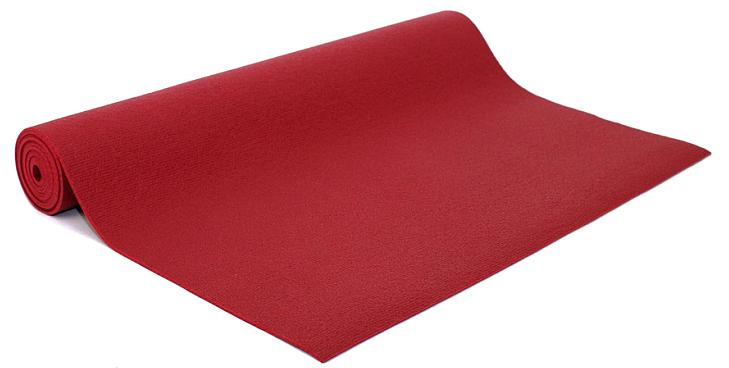 Коврик для йоги и фитнеса Bodhi Kailash 60, цвет: бордовый, 60 х 0,3 х 200 см2000102696710Коврик для йоги Kailash - это тонкий прочный коврик средней стоимости. Его достаточно тяжело причислить к какой-то категории. Он недорогой, сделан из плотной PVC пены, в точности из того же материала, что и коврик Rishikesh. Поэтому его потребительские свойства полностью дублируют йога-мат Ришикеш, за исключением комфортности - толщина йога-мата Кайлаш всего 3мм. В результате с этим ковриком вы получаете хорошую износостойкость, неплохое сцепление при сухих ладонях и небольшой вес. Этот коврик можно смело брать с собой на семинар или в путешествие - он вас не сильно обременит весом и габаритами.Преимущества: прочность, износостойкость, небольшой вес и габариты, бюджетная стоимость, несколько мягких цветов, 4 варианта длины (175, 185, 200, 220см), наличие в 30м бухтах для оптового заказа.Минусы: скользкость при влажных ладонях, жесткость из-за маленькой толщины.
