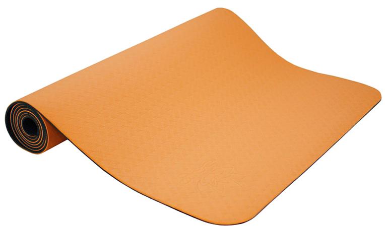 Коврик для йоги и фитнеса Ojas Shakti , цвет: оранжевый, 60 х 0,4 х 183 см2000102727452Экологичный, гипоаллергенный коврик для йоги стандартной толщины, значительно легче любого другого коврика этих габаритов. Толщина 4мм обеспечивает небольшой объем коврика и малый вес, при этом не в ущерб упругости и теплоизоляции. Сделан по технологии TPE (thermal plastic elastomer). Разное рифление поверхностей обеспечивает чуть разное качество сцепления с ладонями или с полом. Дело даже не в собственно трении, а в ощущении фактуры коврика под ладонями. Вы можете сами выбрать ту поверхность для регулярных занятий, которая для Вас наиболее комфортна. Одна сторона имеет более светлый тон, чем другая, и Вы можете чередовать рабочие поверхности сообразуясь с Вашим текущим настроением. Обе поверхности имеют примерно идентичные свойства и могут быть использованы для практики. Преимущества: уникальное сцепление, разные цвета поверхностей, легкость, отличная теплоизоляция, небольшой объем, упругость.