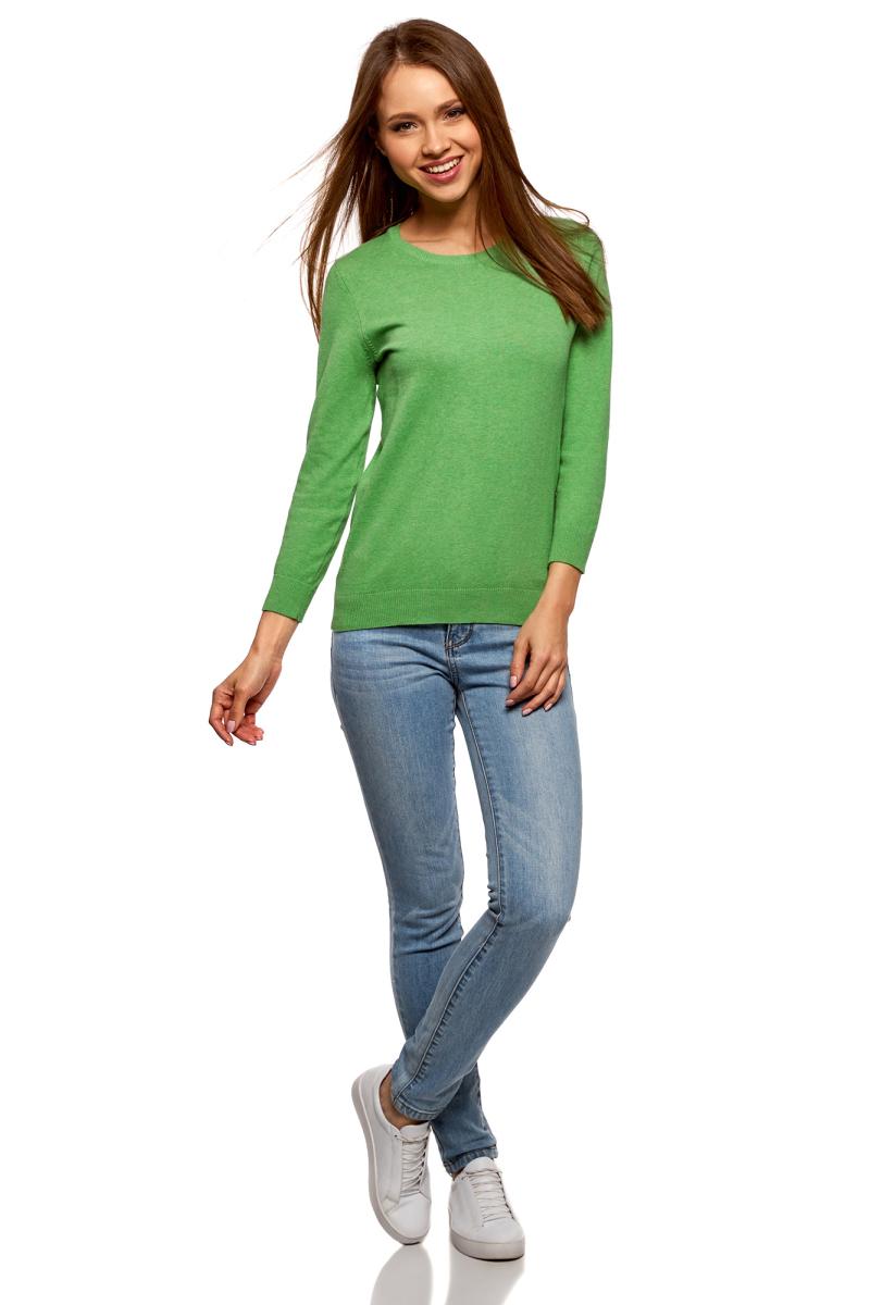 Джемпер женский oodji Ultra, цвет: зеленый меланж. 63812567B/46192/6200M. Размер S (44)63812567B/46192/6200MБазовый джемпер слегка приталенного силуэта с длинными рукавами и округлым вырезом. Горловина отделана узкой трикотажной резинкой. Пояс и манжеты связаны широкой резинкой. Округлый вырез красиво подчеркивает линию шеи. Хлопок с добавлением эластана приятен на ощупь, хорошо тянется и позволяет коже дышать. В таком джемпере вам будет комфортно в любую погоду. Джемпер мягко облегает силуэт и подойдет для любой фигуры. Сдержанный базовый джемпер прекрасно подойдет для создания повседневных нарядов. С этим лаконичным джемпером вы без труда сможете создать разные по стилю комплекты. В сочетании с прямыми классическими брюками и длинным жилетом получится элегантный наряд для офиса или официальных мероприятий. А с короткой юбкой А-силуэта – более игривый и женственный ансамбль на каждый день. Выбор обуви зависит от ситуации и вашего настроения. Это могут быть туфли на каблуке или на плоской подошве, ботинки, кеды, сапоги или ботильоны. В этом базовом джемпере вы будете чувствовать себя свободно и комфортно в любой обстановке!