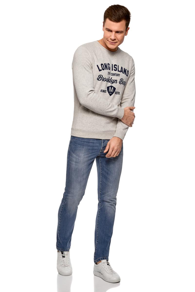 Джинсы мужские oodji Basic, цвет: синий джинс. 6B120039M/45068/7500W. Размер 33-34 (52-34)6B120039M/45068/7500WЗауженные джинсы с высокой посадкой. Спереди и сзади украшены декоративными потертостями. На поясе шлевки для ремня. Пять карманов, как у классических джинсов: три спереди и два накладных кармана сзади. Зауженный крой подчеркивает фигуру. Вы полюбите эти джинсы за комфортную посадку и возможность сочетать их с большинством вещей из вашего повседневного гардероба. Джинсы хорошо сочетаются с клетчатыми рубашками, футболками прямого кроя, объемными свитшотами и джемперами. Из обуви подойдут слипоны, байкерские ботинки, мокасины и эспадрильи. Эта модель стильно смотрится с косухой или бомбером.