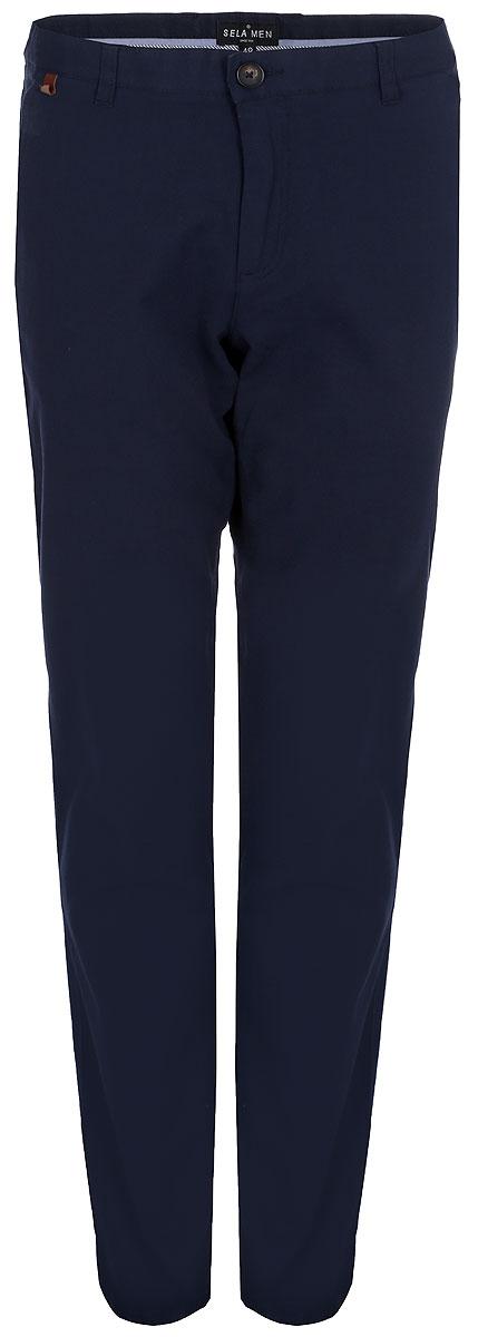 Брюки мужские Sela, цвет: темно-синий. P-215/541-8110. Размер 52P-215/541-8110Симпатичные мужские брюки SELA высочайшего качества, станут отличным дополнением к вашему современному образу. Застегивается модель на пуговицу и ширинку на застежке-молнии, имеются шлевки для ремня.Эти модные и в тоже время комфортные брюки послужат отличным дополнением к вашему гардеробу. В них вы всегда будете чувствовать себя уютно и комфортно.