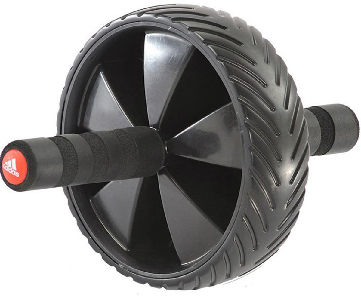Ролик для пресса Adidas, диаметр 18 смADAC-11404Эксперты считают выкат одним из самых продуктивных и в то же время сложных упражнений на пресс. Основываясь на том же принципе, что и выкат на гимнастическом мяче, ролик для пресса Adidas улучшает и оптимизирует движение, позволяя вам опускаться ближе к полу – таким образом все мышцы задействованы в поддержании стабильности, а это в свою очередь заставляет прикладывать большие усилия. В начале тренировок с роликом для пресса нужно делать выкаты с колен и выкатывать ролик так, чтобы он оставался под корпусом. Затем вы сможете перенести упор с колен на ступни и выкатывать ролик дальше перед собой – в таком режиме тренировки весь ваш вес будет удерживаться усилием мышц пресса, создавая наилучшие результаты именно для этих мышц. Тысячи подъемов корпуса не дадут вам в результате плоский пресс – достичь этого можно только тренируя пресс вместе с другими мышцами торса. Выкаты действительно сложны, но высоко продуктивны. Ролик для пресса Adidas одинаково подходит вам, если вы тренируетесь для ММА, командного спорта и для ваших персональных ежедневных тренировок. - Диаметр колеса 18 см, рукоятки с мягким покрытием- задействует мышцы кора- стабильность и динамические нагрузки- разработан для улучшенного и оптимизированного движения.