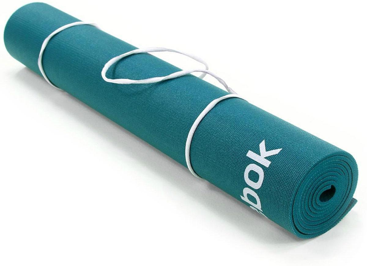 Тренировочный коврик для йоги Reebok Полоски, двухсторонний, толщина 4 ммRAYG-11030GNОтличительной чертой является нескользящая липкая текстура покрытия, играющая огромную роль при выполнении более сложных балансов на одной ноге, таких как, например, захват большого пальца ноги стоя. Неважно, новичок ли вы или практикуете йогу давно, вы знаете, насколько важно обеспечить мягкую поддержку ступням, коленям и рукам на протяжении всей тренировки. В то же время, мат не должен быть слишком толстым, он должен оставаться легким, компактным и удобным для переноски и хранения. Сочетающий мягкость и легкость мат Reebok толщиной 4 мм - это оптимальный выбор.Мат с размерами 173 x 61 см удобен для выполнения любых поз, создает приятное ощущение рукам и ступням, легок в уходе и чистке.Материал, толщина, текстура - очень важные критерии при выборе подходящего мата, но не менее важны цвет и дизайн, особенно если вы ищете мат, сочетающийся с вашей одеждой для йоги. Заметный дизайн двухстороннего мата с орнаментом из плюсов на одной стороне и полосками на другой - вы точно будете выделяться на тренировке!Двусторонний мат Reebok Полоски сочетается с сумкой для коврика для йоги Reebok (продается отдельно). Комфортное мягкое покрытие для твердой поверхности.Легко чистить.Нескользящее покрытие помогает удерживать позу.Мат из серии Reebok Yoga, двухсторонний с дизайном в полоску и с плюсами.