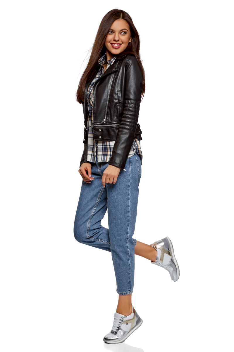 Джинсы женские oodji Ultra, цвет: синий джинс. 12105110/45254/7500W. Размер 26 (42)12105110/45254/7500WДжинсы от oodji выполнены из хлопкового денима. Модель Mom Fit с завышенной посадкой в поясе застегивается на пуговицу, имеет ширинку на молнии и шлевки для ремня. Джинсы имеют классический пятикарманный крой.