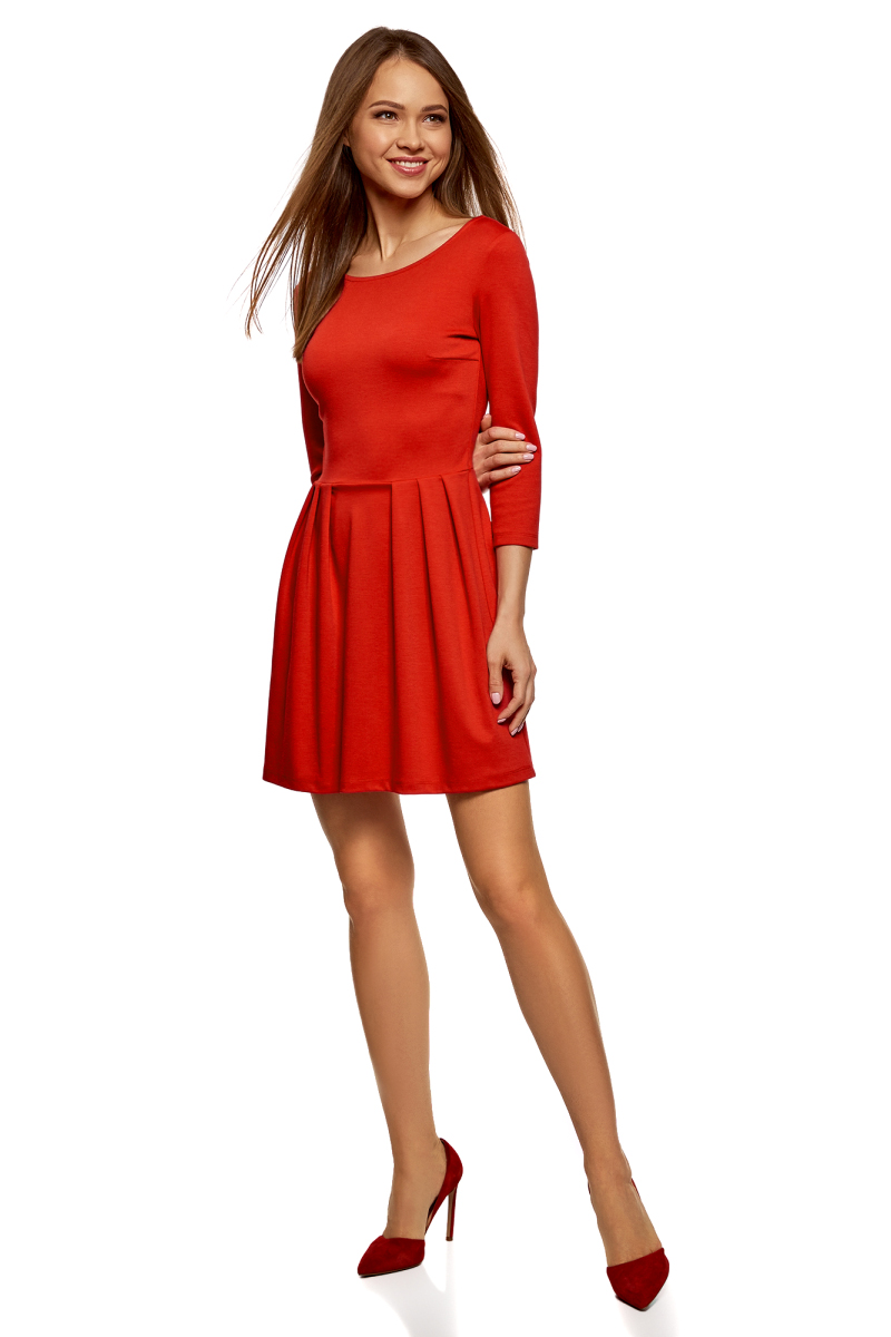Платье oodji Ultra, цвет: красный. 14011005B/38261/4500N. Размер S (44)14011005B/38261/4500NТрикотажное платье от oodji выполнено из эластичного полиэстера с добавлением вискозы. Модель с рукавами 3/4 и круглым вырезом горловины на спинке застегивается на молнию.
