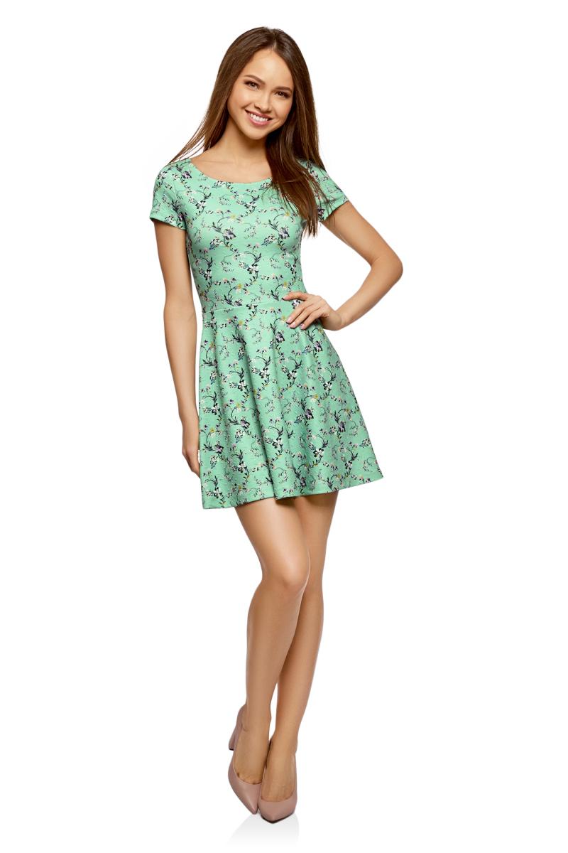Платье oodji Ultra, цвет: ментол, фиолетовый. 14011034B/42588/6583F. Размер XXS (40)14011034B/42588/6583FПлатье от oodji выполнено из эластичного полиэстера. Модель с короткими рукавами и круглым вырезом горловины на спине дополнена V-образным вырезом.