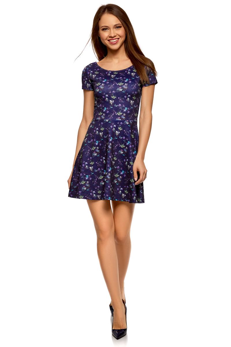 Платье oodji Ultra, цвет: темно-синий, синий. 14011034B/42588/7975F. Размер XXS (40)14011034B/42588/7975FПлатье от oodji выполнено из эластичного полиэстера. Модель с короткими рукавами и круглым вырезом горловины на спине дополнена V-образным вырезом.
