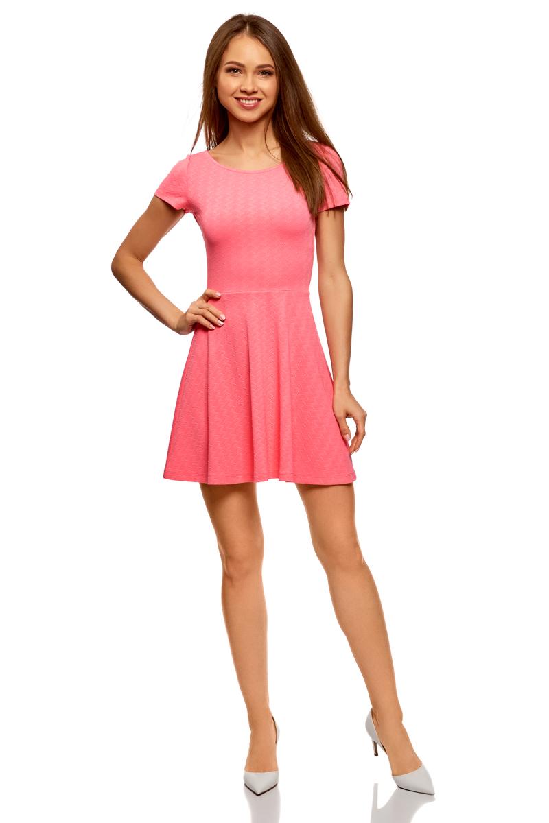 Платье oodji Ultra, цвет: ярко-розовый. 14011034B/42588/4D00N. Размер L (48)14011034B/42588/4D00NПлатье от oodji выполнено из эластичного полиэстера. Модель с короткими рукавами и круглым вырезом горловины на спине дополнена V-образным вырезом.