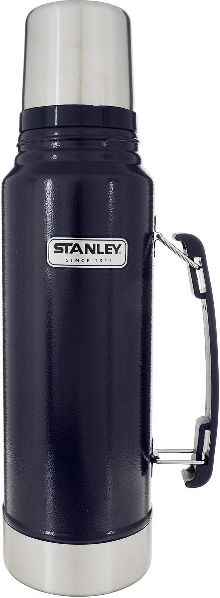 Термос Stanley Classic Vacuum Flask, с узким горлом, цвет: темно-синий, 1 л10-01254-042Термос Stanley Classic Vacuum Flask с узким горлышком прекрасно подойдет для транспортировки напитков или супов. Он будет незаменим во время путешествий, поездок на пикник или на дачу. Особенности термоса Stanley Classic Vacuum Flask:- наружное покрытие - абразивостойкая эмаль; - корпус и внутренняя колба выполнены из нержавеющей стали; - сохранение температуры за счет двойных стенок; - вакуумная изоляция; - герметичность; - крышка-термостакан объемом 236 мл; - слив через поворотную колбу; - прочная пластиковая ручка;Удержание тепла и холода 24 часа.Размер термоса: 9,5 см х 9,5 см х 35,5 см.Возврат товара возможен только через сервисный центр.