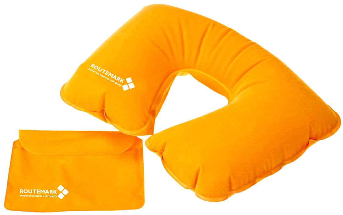Подушка для шеи Routemark, цвет: оранжевый, 27 x 33 x 27 см6680Компактная надувная подушка – необходимый аксессуар в поездке.Отдохнуть в самолете, поезде, машине или автобусе, с комфортом спать в походе или поддержать шею во время длительного сидения на рыбалке или в засаде на охоте – в каждой ситуации надувная подушка будет как нельзя кстати.Мягкий, приятный телу материал порадует даже самого искушенного туриста. А маленький вес, компактный размер в сдутом и сложенном виде и удобный чехол для транспортировки позволят не решать во время сборов, как обойтись без подушки.Она легко поместится в карман сумки, чемодана или куртки.