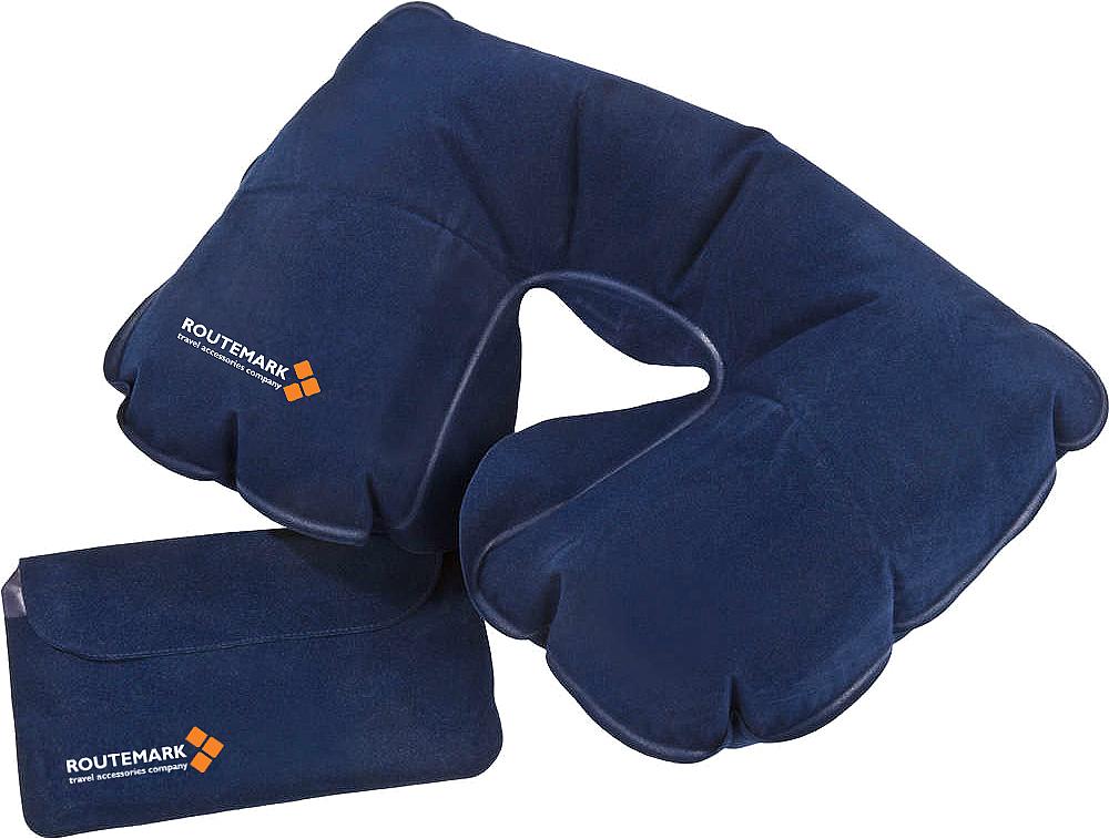 Подушка для шеи Routemark, цвет: синий, 27 x 33 x 27 см8806Компактная надувная подушка – необходимый аксессуар в поездке. Отдохнуть в самолете, поезде, машине или автобусе, с комфортом спать в походе или поддержать шею во время длительного сидения на рыбалке или в засаде на охоте – в каждой ситуации надувная подушка будет как нельзя кстати. Мягкий, приятный телу материал порадует даже самого искушенного туриста. А маленький вес, компактный размер в сдутом и сложенном виде и удобный чехол для транспортировки позволят не решать во время сборов, как обойтись без подушки. Она легко поместится в карман сумки, чемодана или куртки.