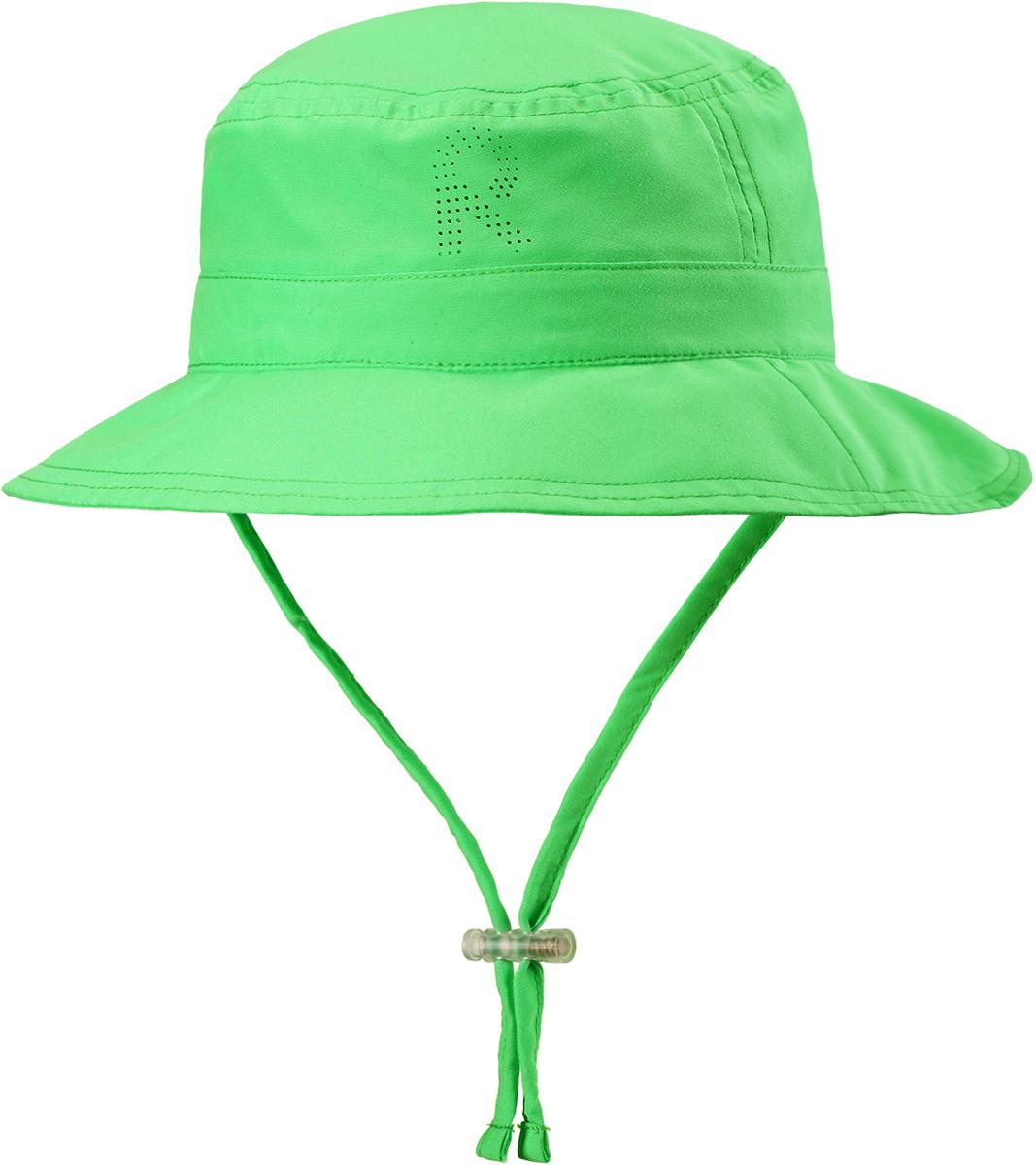 Панама детская Reima Tropical, цвет: зеленый. 5285318460. Размер 505285318460Защитная панама от Reima с фактором УФ-защиты 50+ изготовлена из дышащего и легкого материала SunProof. Козырек панамы защищает лицо и глаза от вредного ультрафиолета. Облегченная модель не имеет подкладки и оснащена завязками со стоппером.