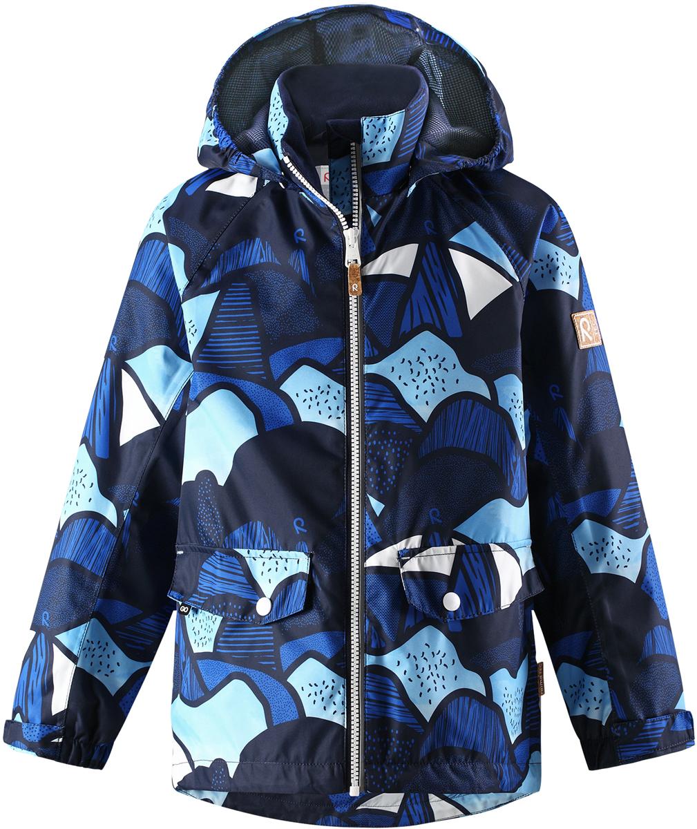 Куртка для мальчика Reima, цвет: темно-синий. 5215376982. Размер 1285215376982Куртка для мальчика от Reima выполнена из полиэстера с полиуретановым покрытием. Модель с воротником стойкой и съемным капюшоном застегивается на застежку-молнию. Капюшон пристегивается с помощью кнопок. Спереди расположены прорезные карманы с клапанами. Низ рукавов дополнен хлястиками на липучках.