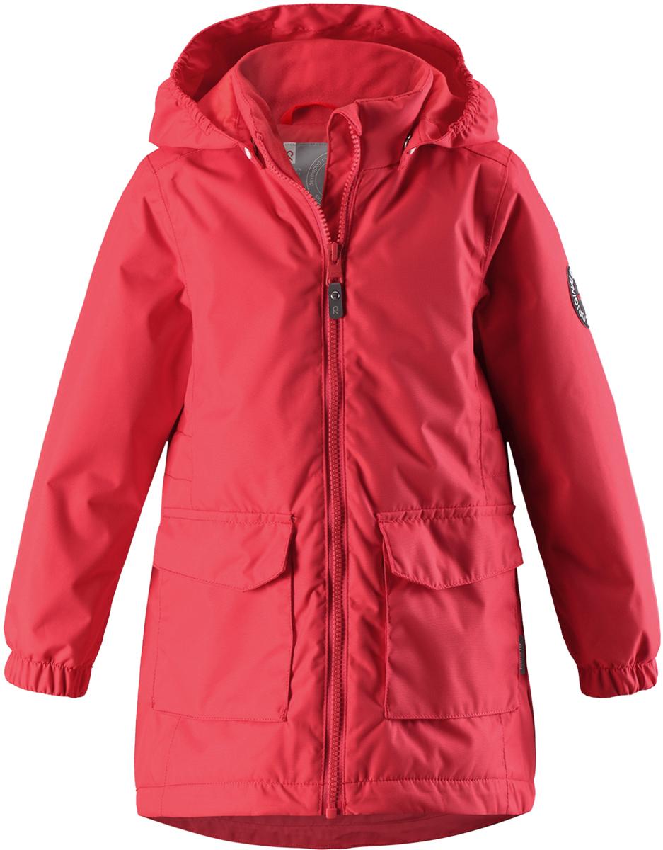 Куртка для девочки Reima, цвет: красный. 5215663340. Размер 1465215663340Куртка для девочки от Reima выполнена из полиэстера с полиуретановым покрытием. Модель с воротником-стойкой и съемным капюшоном застегивается на застежку-молнию с внутренним ветрозащитным клапаном. Капюшон пристегивается с помощью кнопок. Спереди расположены накладные карманы с клапанами. Низ рукавов присборен на резинки.