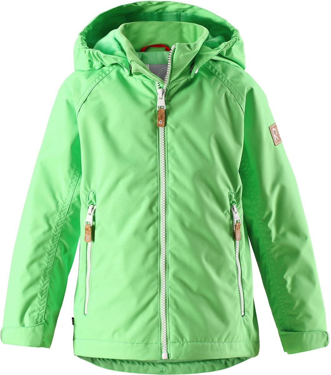 Куртка детская Reima, цвет: зеленый. 521529R8460. Размер 146521529R8460Детская куртка Reima выполнена из полиэстера с полиуретановым покрытием. Модель с воротником-стойкой и съемным капюшоном застегивается на застежку-молнию. Капюшон пристегивается с помощью кнопок. Спереди расположены прорезные карманы на застежках-молниях. Низы рукавов дополнены хлястиками на липучках.