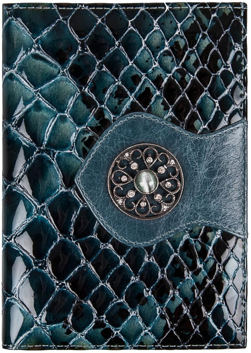 Обложка для паспорта женская Krystall, цвет: синий. 0-472(СВ)Натуральная кожаОбложка для паспорта Krystall декорирована оригинальными кристаллами Swarovski. Внутриимеет отделение для денег, с двух сторон прорезные кармашки.Обложка для паспорта Krystall придется по вкусу любой женщине, следящей за модой.