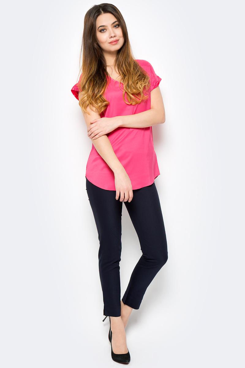 Блузка женская Sela, цвет: красный. Tws-112/804-8111. Размер 44Tws-112/804-8111Стильная женская блузка от Sela выполнена из высококачественного материала. Модель свободного кроя с короткими рукавами, полукруглым низом и V-образным вырезом горловины.