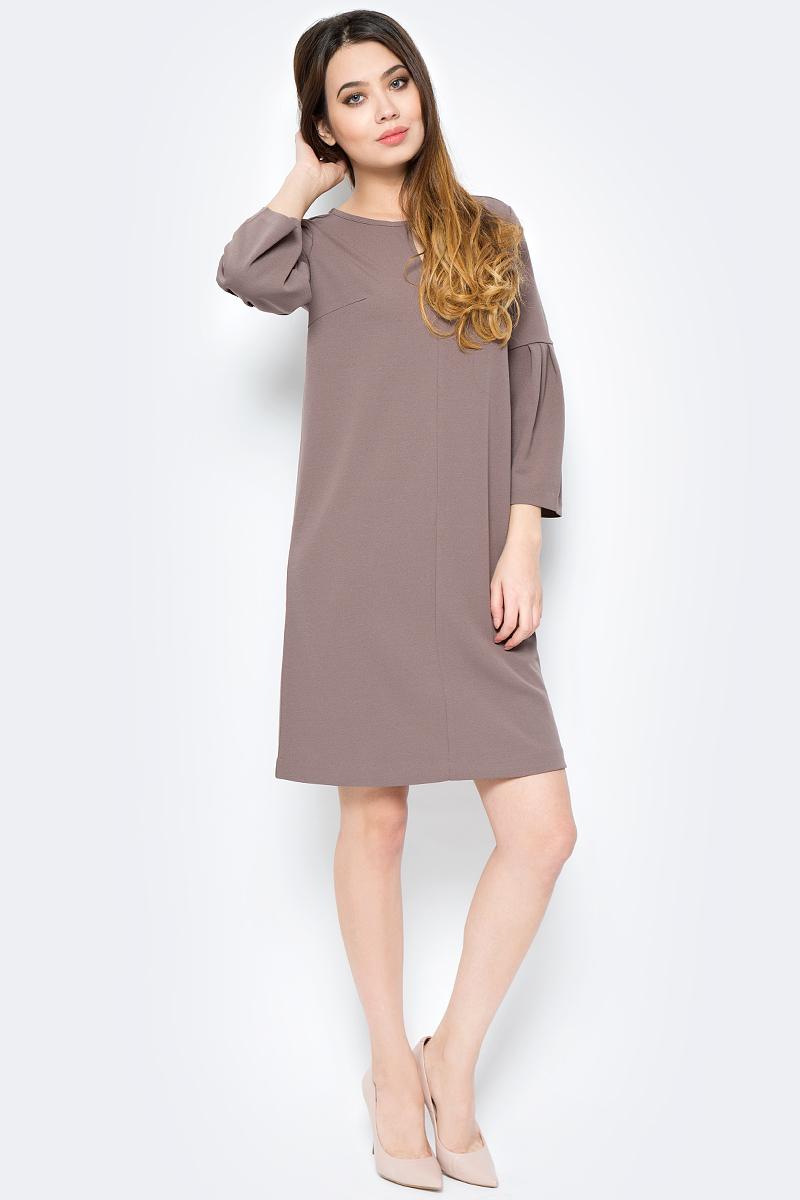 Платье женское Sela, цвет: серо-коричневый. DK-117/1180-8121. Размер XS (42)DK-117/1180-8121Элегантное платье от Sela выполнено из полиэстера с небольшим добавлением эластана. Модель свободного кроя с объемными рукавами, на груди оформлено треугольным вырезом. На спинке изделие застегивается на потайную молнию.