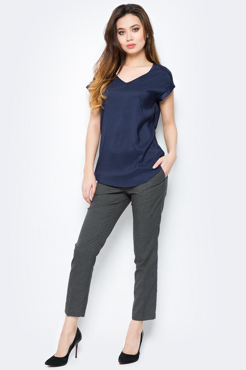 Блузка женская Sela, цвет: темно-синий. Tws-112/804-8111. Размер 46Tws-112/804-8111Стильная женская блузка от Sela выполнена из высококачественного материала. Модель свободного кроя с короткими рукавами, полукруглым низом и V-образным вырезом горловины.