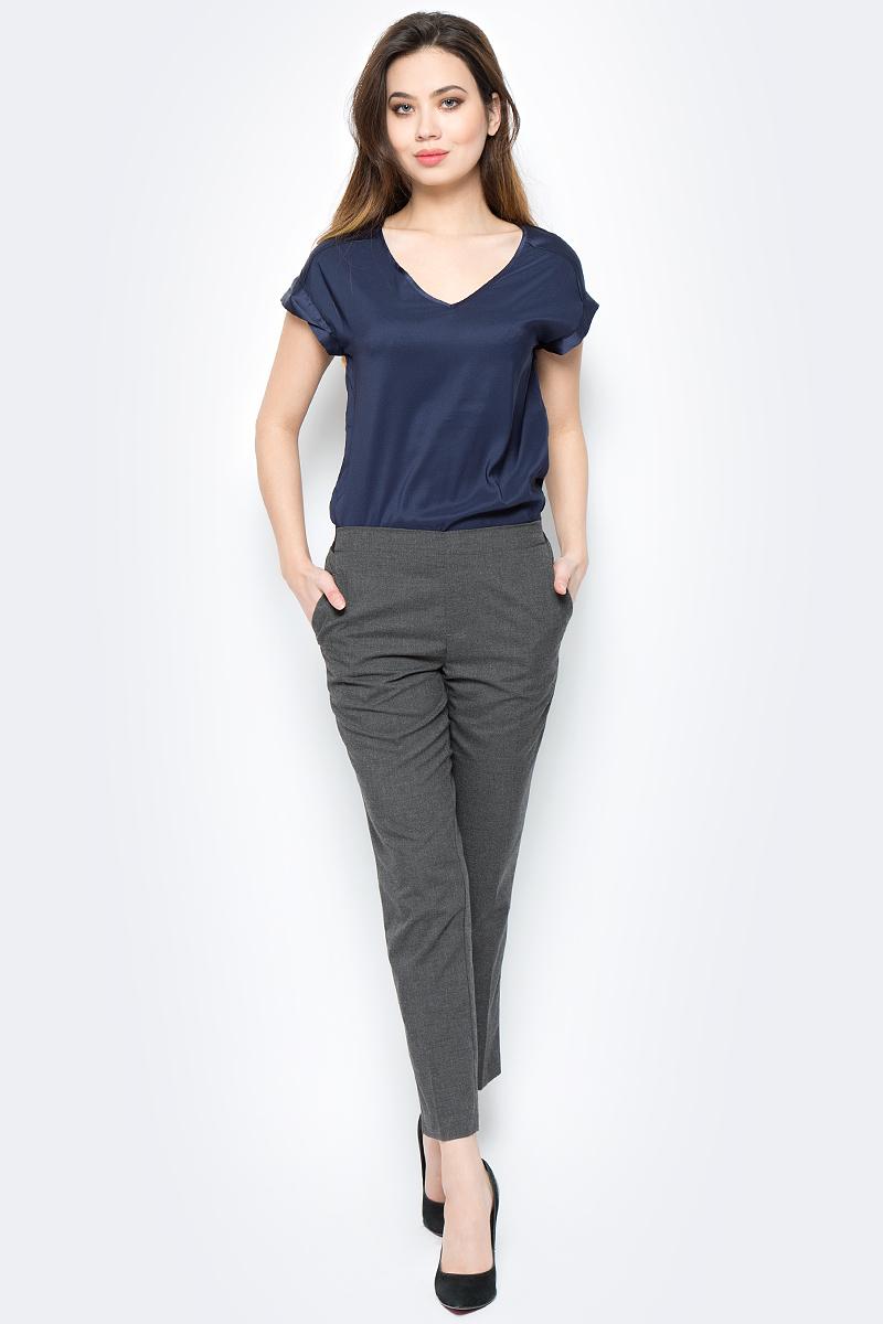Брюки женские Sela, цвет: темно-серый меланж. P-115/177-8111. Размер 50P-115/177-8111Элегантные брюки от Sela выполнены из комбинированного материала. Модель классического кроя со стрелками, сзади на поясе эластичная резинка. Изделие по бокам дополнено втачными карманами, сзади - имитация прорезных кармашков.