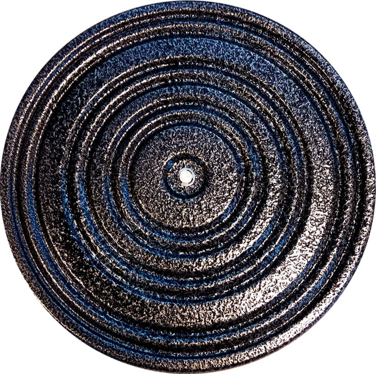 Диск здоровья Starfit FA-205, металлический, диаметр 30 смУТ-00012227Диск здоровья Stafit FA-205, металлический - один из самых простых и доступных тренажеров для талии, на нем можно заниматься людям всех возрастов и комплекций. Нагрузка на диске определяется самостоятельно. Эффективно использовать тренажер перед занятиями с обручем, диск разогревает мышцы. Можно использовать его и как самостоятельный тренажер. Помимо укрепления мускулатуры живота, диск повышает подвижность позвоночника, улучшает кровообращение, позволяет снизить вес и даже улучшает моторику кишечника за счет внутреннего массажа. Диск здоровья удобен именно своей компактностью и позволяет пользоваться в помещениях с любым метражом. Инструкция с иллюстрированными упражнениями прилагается.