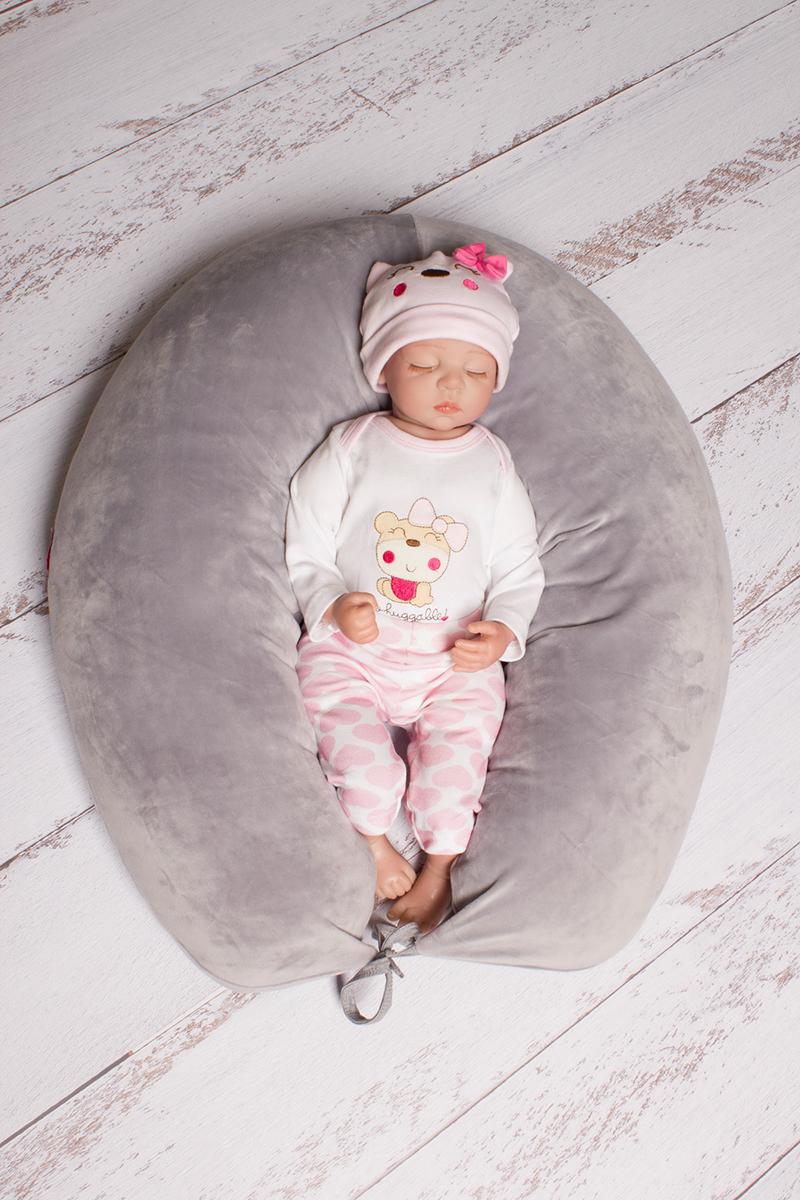 40 недель Подушка для беременных и кормления цвет серый 170 х 30 смБХВ7-170Многофункциональная и максимально удобная подушка для беременных. Подушка позволяет будущей маме найти удобное положение для комфортного сна и отдыха, уменьшает нагрузку на женский организм,правильно распределяя нагрузку на позвоночник. Оказывается очень нужной после рождения ребенка при кормлении,а также его развитии. Подушка свернутая в виде гнездышка может служить своеобразным манежем для малыша,чтобы он не перевернулся или не упал.Подушка выполнена из 100% холлофайбера с мягкими, яркими наволочками из 100% велюра. Подушка удобная и максимально безопасная.