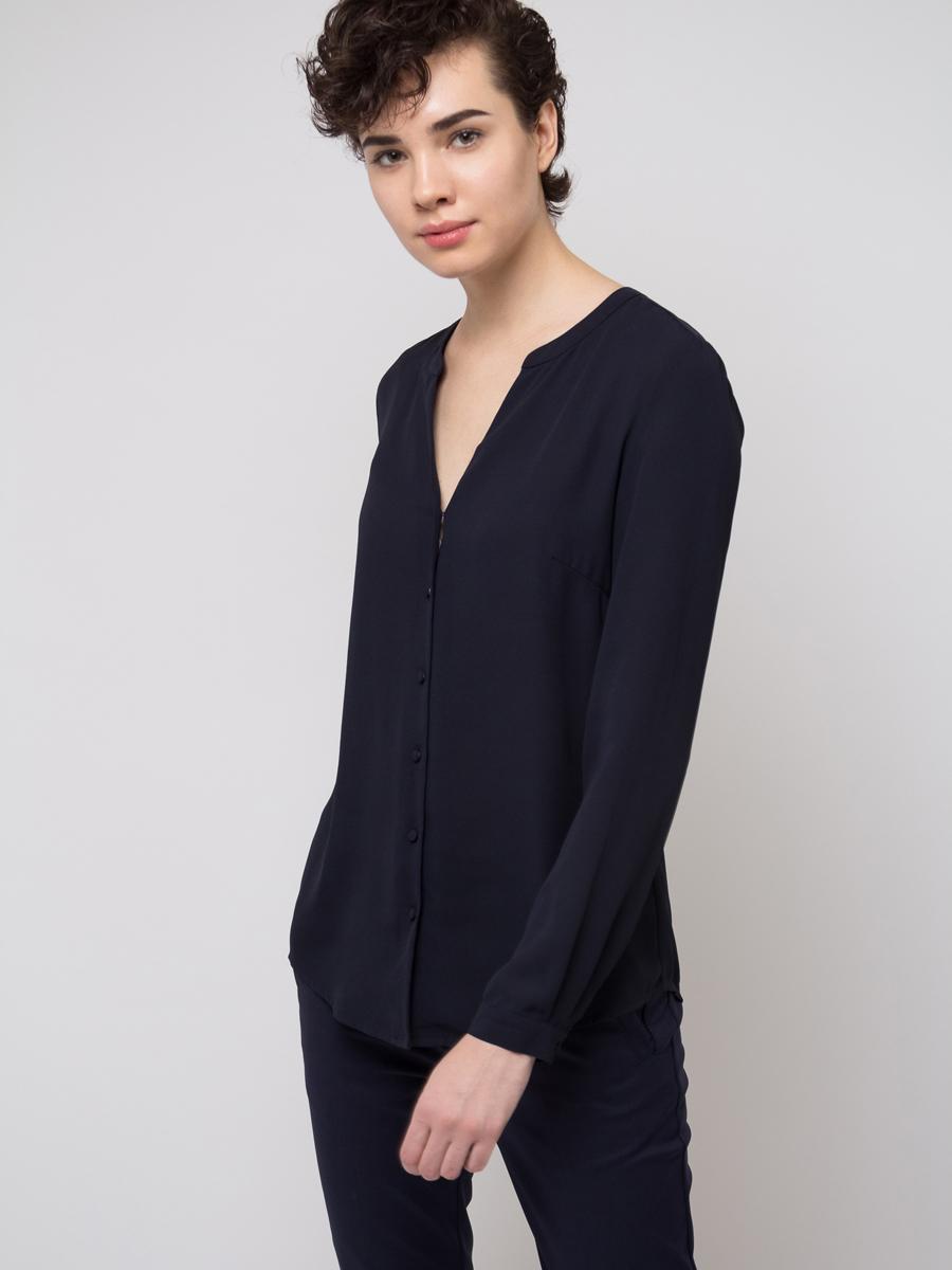 Блузка женская Sela, цвет: темно-синий. B-112/783-8111. Размер 46B-112/783-8111Блузка женская Sela выполнена из полиэстера. Модель с V-образным вырезом горловины застегивается на пуговицы.