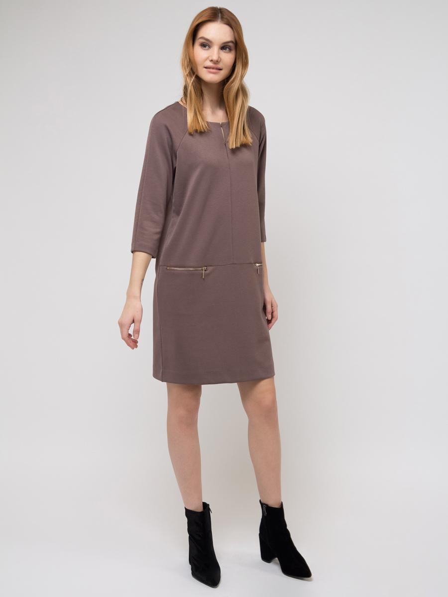 Платье Sela, цвет: коричневый. DK-117/274-8111. Размер XS (42)DK-117/274-8111Платье Sela выполнено из качественного материала. Модель с круглым вырезом горловины.