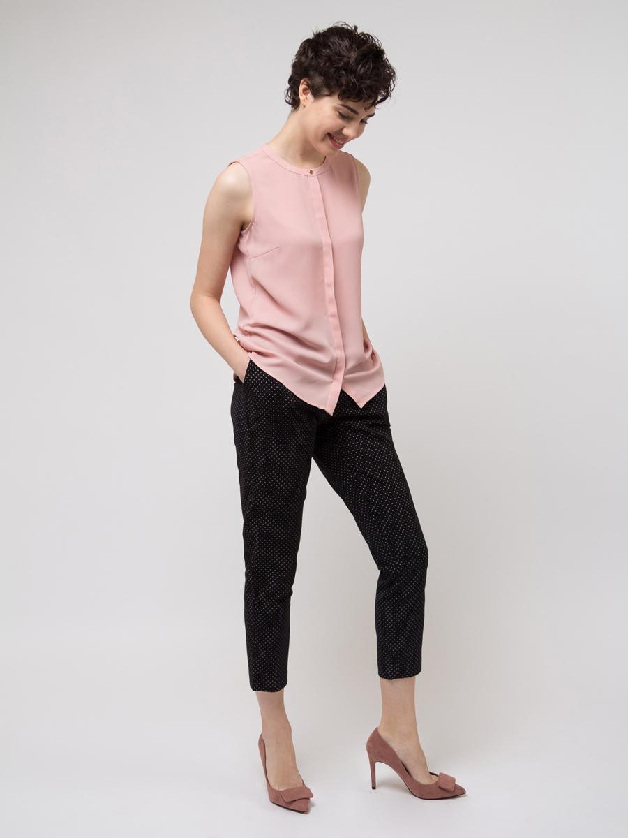 Брюки женские Sela, цвет: черный. P-115/178-8111. Размер 46P-115/178-8111Стильные женские брюки Sela созданы специально для того, чтобы подчеркивать достоинства вашей фигуры. Брюки застегиваются на комбинированную застежку, имеются шлевки для ремня.Эти модные и в тоже время комфортные брюки послужат отличным дополнением к вашему гардеробу.