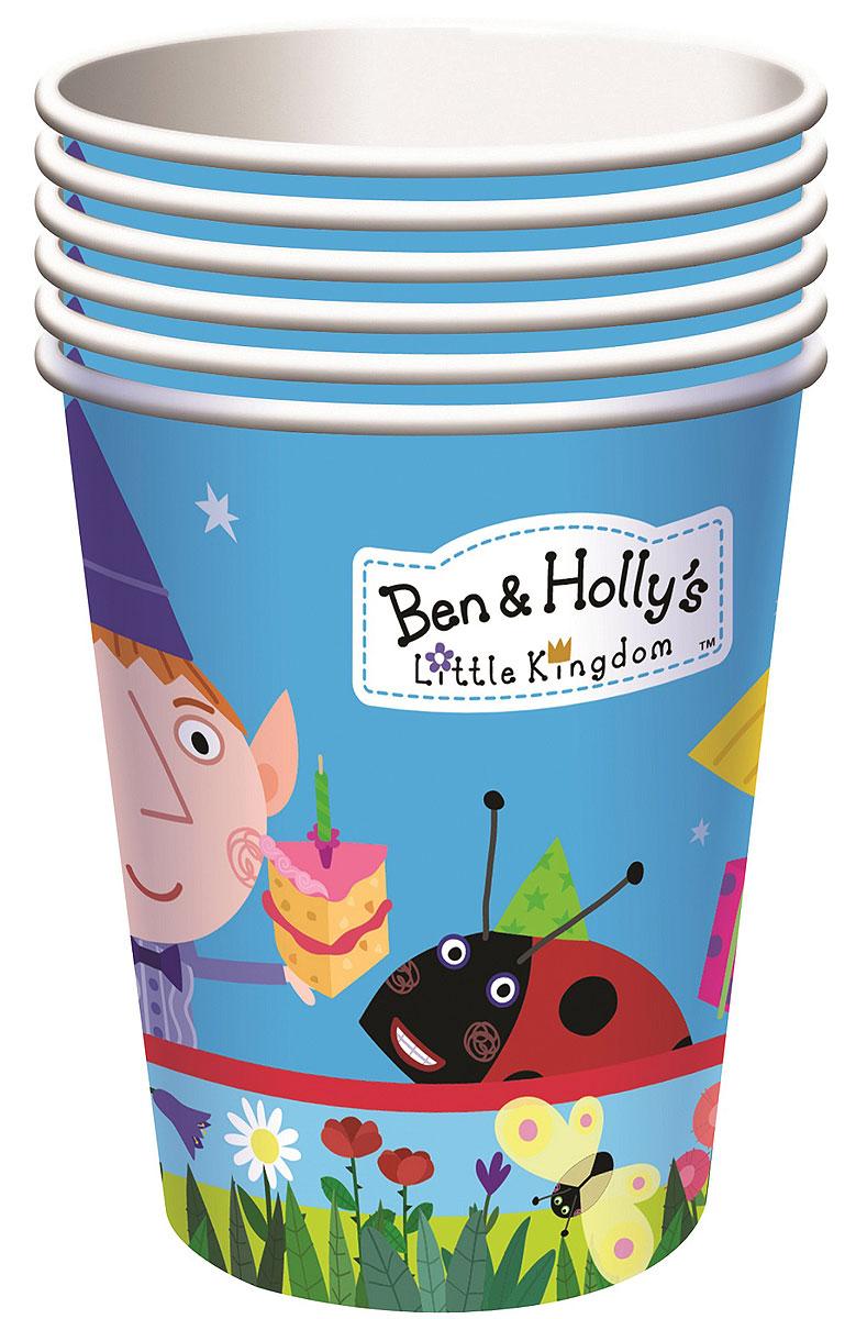 """Красивые и практичные стаканы с героями любимого мультфильма """"Бен и Холли"""" преобразят любой детский праздник: они ярко украсят стол и привлекут внимание всех участников торжества. А главное, одноразовые бумажные стаканы прекрасно удерживают напитки, почти невесомы, не могут разбиться, их не надо мыть. В наборе """"Бен и Холли"""" 6 бумажных стаканов объемом 220 мл, декорированных ярким, привлекательным принтом. Упаковка - термоусадочная пленка с наклейкой."""