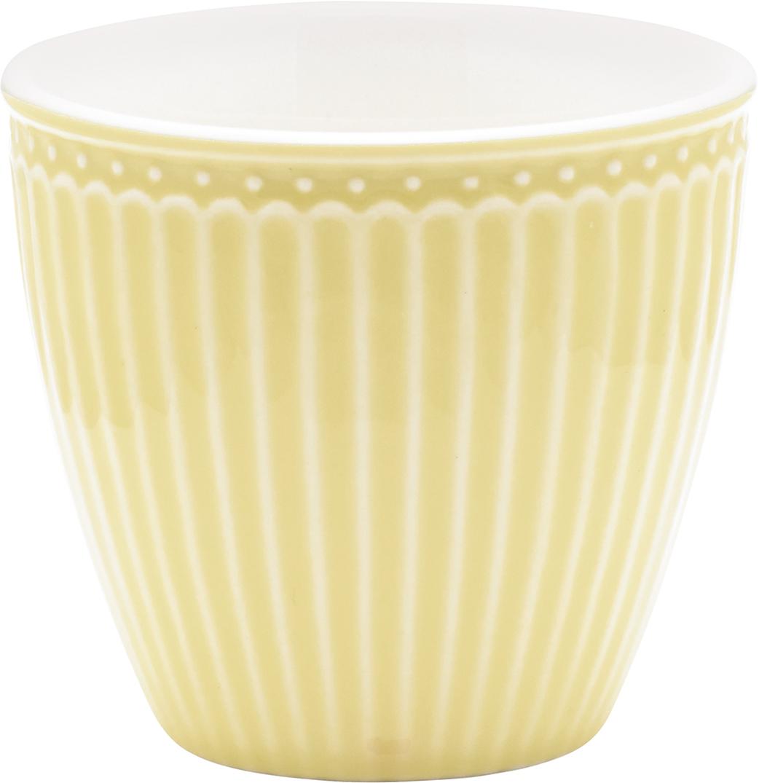 Стакан Alice, цвет: желтый, 300 млSTWLATAALI4906Фарфоровые стаканы, чашки для латте Alice pale yellow – фаворит посудных каталогов GreenGate – прекрасно подходят как для горячих напитков - чая, кофе или какао – так и для холодных. Ягоды, мороженое, утренние сухие завтраки с молоком и йогуртом также можно сервировать в стаканах. Отсутствие классической ручки у чашки отнюдь не помеха, а даже преимущество, позволяющее пополнять коллекцию новыми моделями почти без ущерба пространству кухонных шкафов, ведь они прекрасно помещаются один в другом даже на самых миниатюрных кухнях.