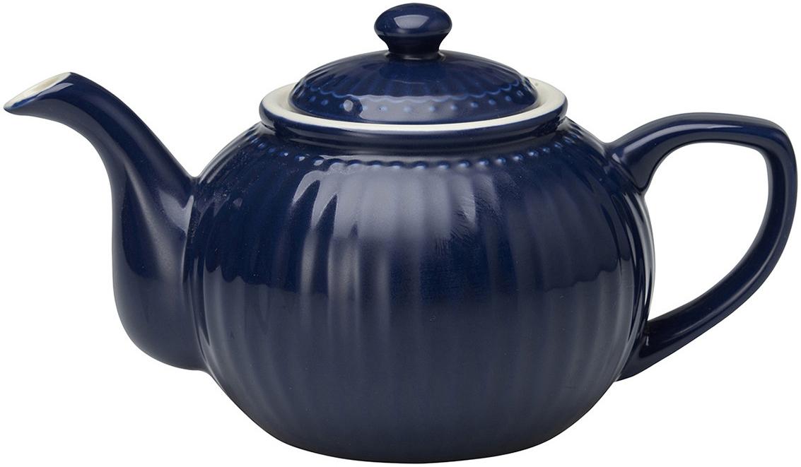 Чайник заварочный Alice, цвет: синий, 1 лSTWTEPAALI2204Одно из центральных мест каждой кухни занимает его величество, Чайник. Классическая форма, мягкие изгибы и высококачественный материал чайника Alice dark blue превратят каждое чаепитие в красивую церемонию. А чайные пары и чашки из коллекции Alice гармонично дополнят сервировку. Базовая коллекция Alice создана для идеального сочетания посуды ранних и будущих коллекций Greengate. Впервые появилась в каталогах в 2016 году и с тех пор завоевала миллионы сердец своей универсальностью, насыщенными цветами и разнообразием посудной линейки. Alice dark blue – настоящая находка для тех, кто хочет освежить сервировку, придать ей благородные нотки классическим и глубоким синим цветом.