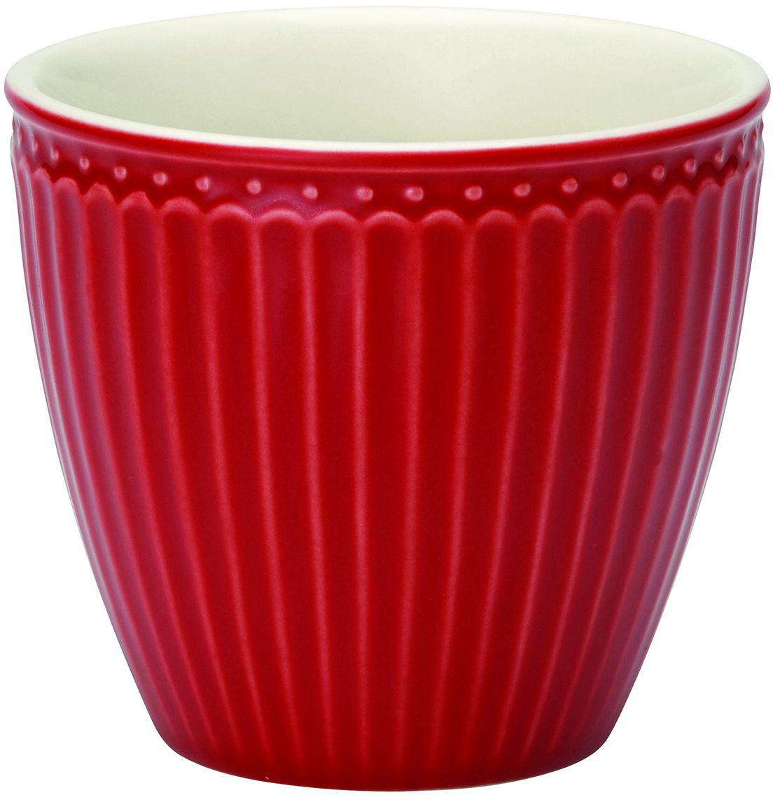 Стакан Alice, цвет: красный, 300 млTWLATAALI1006Фарфоровые стаканы, чашки для латте Alice red – фаворит посудных каталогов GreenGate – прекрасно подходят как для горячих напитков - чая, кофе или какао – так и для холодных. Ягоды, мороженое, утренние сухие завтраки с молоком и йогуртом также можно сервировать в стаканах. Отсутствие классической ручки у чашки отнюдь не помеха, а даже преимущество, позволяющее пополнять коллекцию новыми моделями почти без ущерба пространству кухонных шкафов, ведь они прекрасно помещаются один в другом даже на самых миниатюрных кухнях.
