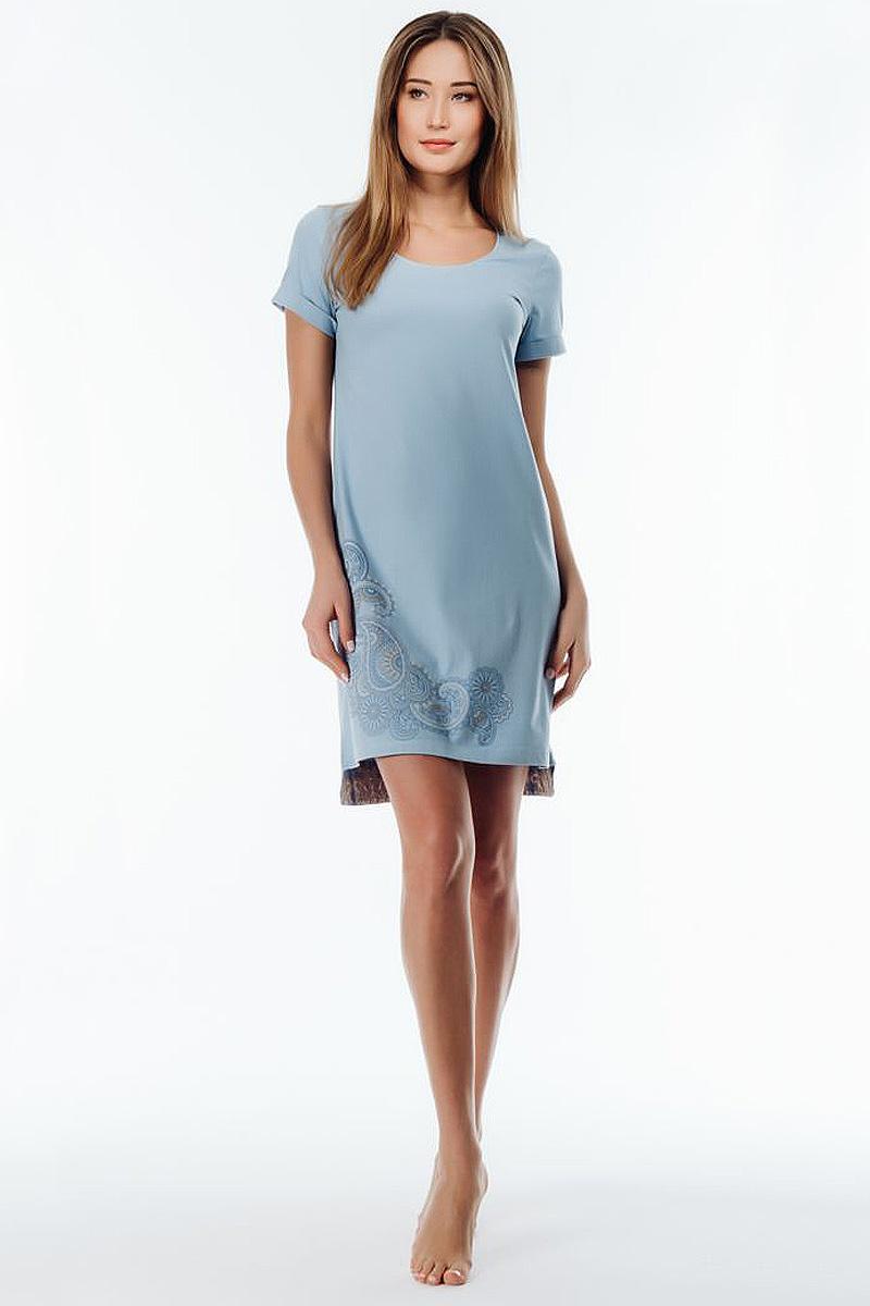 Ночная рубашка женская Melado Пейсли, цвет: голубой. 8102L-60002.1S-711.4. Размер 528102L-60002.1S-711.4Оригинальная и стильная сорочка с удлиненной спинкой, низ которой украшен вставкой из набивки пейсли. На передней детали по низу -изящный принт, горловина отделана узкой эластичной тесьмой.