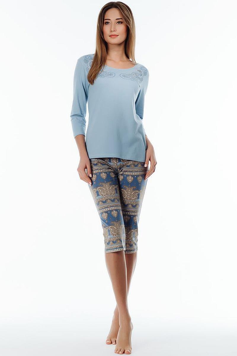 Пижама женская Melado Пейсли, цвет: голубой. 8102L-80002.1S-711.4. Размер 488102L-80002.1S-711.4Удобная пижама с бриджами и джемпером с длинным рукавом со спущенным плечом. Верх украшен принтом пейсли, горловина оформлена узкой эластичной тесьмой.Пижама из мягкого натурального хлопка.