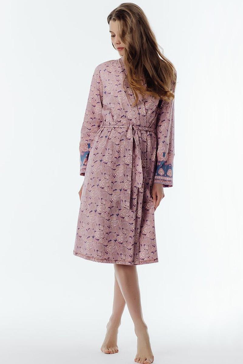Халат женский Melado Пейсли, цвет: розовый. 8102L-75002.1S-051. Размер 548102L-75002.1S-051Уютный халат на запахе с поясом. Длинные рукава расширены книзу манжетами из набивки. Длина до колена. Халат из мягкого натурального хлопка