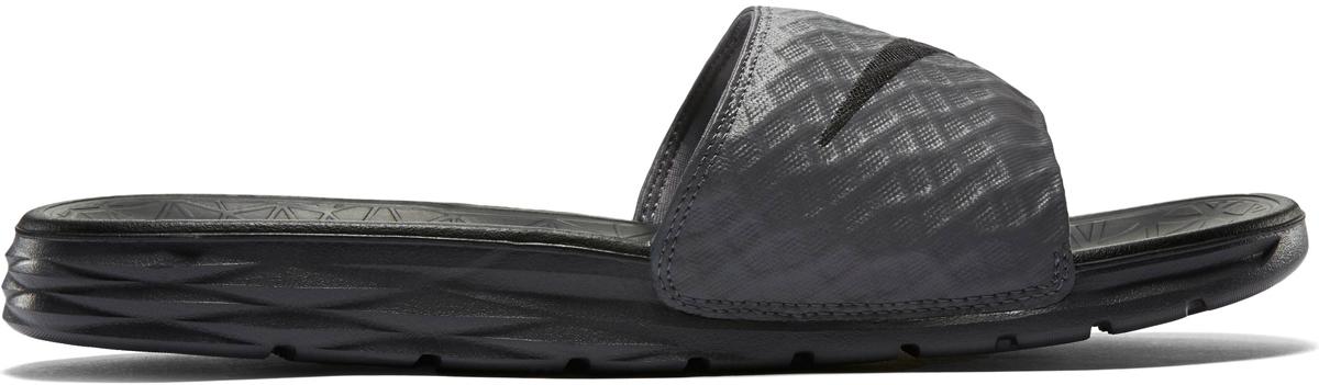 Шлепанцы мужские Nike Benassi Solarsoft Slide 2, цвет: темно-серый. 705474-090. Размер 13 (46,5)705474-090Шлепанцы Nike Benassi Solarsoft 2 имеют стильный рельефный рисунок как на верхней части, так и на промежуточной подошве, где он обеспечивает дополнительный комфорт. Мягкая промежуточная подошва из пеноматериала двойной плотности гарантирует необычайный комфорт, а рельефный рисунок создает стильный образ. Лямки с подкладкой для дополнительного удобства.