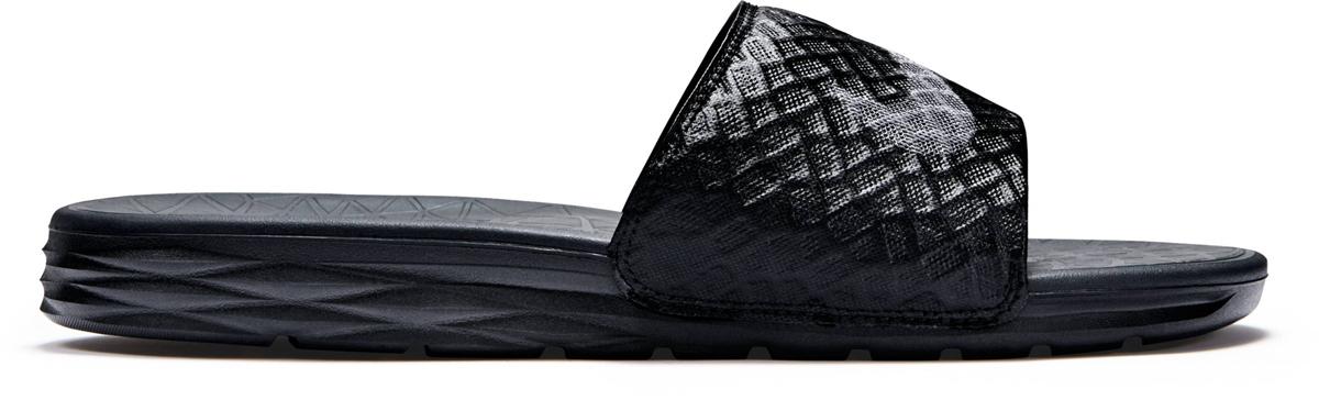 Шлепанцы мужские Nike Benassi Solarsoft Slide 2, цвет: черный. 705474-091. Размер 10 (43)705474-091Шлепанцы Nike Benassi Solarsoft 2 имеют стильный рельефный рисунок как на верхней части, так и на промежуточной подошве, где он обеспечивает дополнительный комфорт. Мягкая промежуточная подошва из пеноматериала двойной плотности гарантирует необычайный комфорт, а рельефный рисунок создает стильный образ. Лямки с подкладкой для дополнительного удобства.