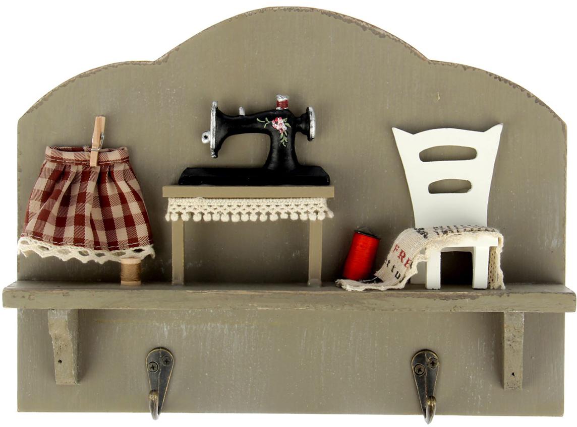 Крючки Швейная машинка, цвет: серый, мультиколор171507Истинные хозяйки и хранительницы домашнего очага не понаслышке знают, что для того, чтобы дом стал по-настоящему уютным, важно не упускать из виду ни единой мелочи. Такие небольшие детали, как декоративные крючки, с успехом могут стать не только полезным предметом, но и изящным украшением интерьера. Небольшое панно с закрепленными на нем крючками, кажется, буквально проникнуто домашним теплом и уютом. Оно станет замечательным аксессуаром для дома, который не хочется покидать.