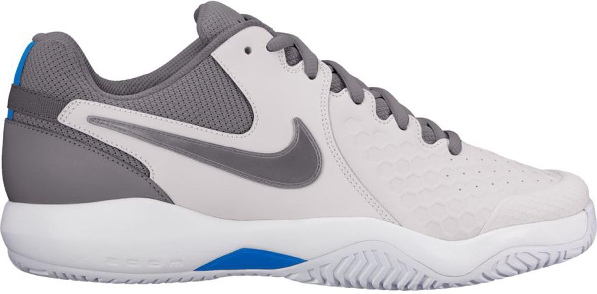 Кроссовки для тенниса мужские Nike Air Zoom Resistance, цвет: серый. 918194-044. Размер 11,5 (44,5)918194-044Мужские теннисные кроссовки Nike Air Zoom Resistance с верхом из кожи и сетки обеспечивают легкость и износостойкость. Супинатор из материала TPU и вставка Zoom Air обеспечивают стабилизацию и амортизацию во время игры. Прочная кожа с перфорацией обеспечивает воздухопроницаемость. Супинатор в средней части стопы из материала TPU для непревзойденной поддержки и устойчивости. Вставка Zoom Air в области пятки обеспечивает легкость и адаптивную амортизацию. Кожа охватывает среднюю часть стопы для надежной поддержки. Супинатор из материала TPU в средней части стопы обеспечивает боковую поддержку и стабилизацию при резкой смене направления и скоростных забегах. Подметка GDR с модифицированным зигзагообразным рисунком протектора создает превосходное сцепление на кортах с твердым покрытием.