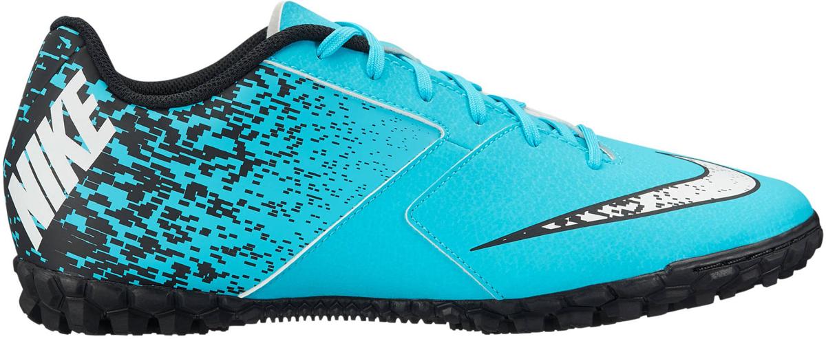 Бутсы мужские Nike BombaX (TF), цвет: бирюзовый. 826486-411. Размер 9,5 (42)826486-411Мужские футбольные бутсы для игры на газоне BombaX (TF) от Nike изготовлены из специализированной резины для газона для игры на небольших полях. Легкий верх из синтетической кожи гарантирует оптимальный контроль мяча при ударах и пасах. В названии модели использован португальское сленговое слово, которое означает важная шишка. Легкий верх из мягкой синтетической кожи обеспечивает превосходное касание и долговечность. Вставка в пятке из материала Phylon и штампованная стелька из ЭВА обеспечивают легкость и низкопрофильную амортизацию. Отлитые под давлением разнонаправленные шипы обеспечивают отличное сцепление с газоном. Адаптивная посадка для длительного комфорта. Смещенная система шнуровки предназначена для увеличения поверхности контакта с мячом и обеспечивает эффективное касание по всей площади.