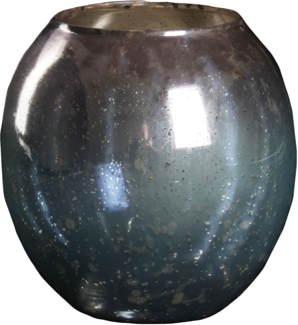 Ваза Дымка, цвет: синий, 19 см1044295Удивительной красоты Ваза Дымка создана индийскими мастерами-ремесленниками из высококлассного стекла. Экзотический дизайн, неповторимый декор, изысканный эффект старины - всё это придаёт шик этому прекрасному сосуду под цветы. Преподнесите его ценительнице путешествий, любительнице креативных предметов интерьера и просто личности с хорошим вкусом. Элегантный и в то же время диковинный аксессуар привнесёт нотки изыска и королевской роскоши.