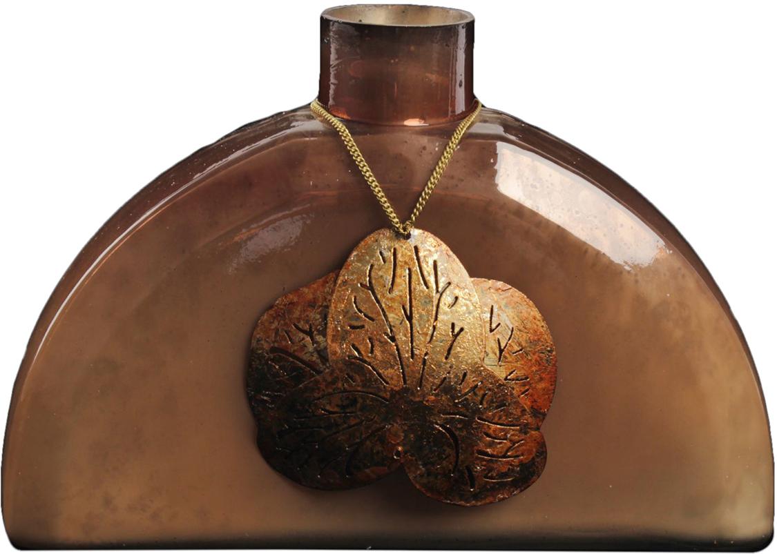Ваза Элла, цвет: коричневый, 25 см1044304Удивительной красоты Ваза Элла создана индийскими мастерами-ремесленниками из высококлассного стекла. Экзотический дизайн, неповторимый декор, изысканный эффект старины - всё это придаёт шик этому прекрасному сосуду под цветы. Преподнесите его ценительнице путешествий, любительнице креативных предметов интерьера и просто личности с хорошим вкусом. Элегантный и в то же время диковинный аксессуар привнесёт нотки изыска и королевской роскоши.