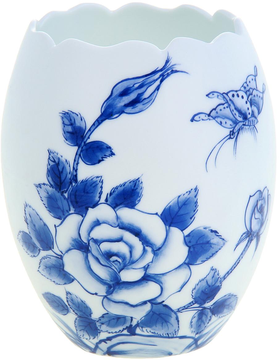 """Изысканная керамическая ваза """"Розовый куст"""" ручной работы, роспись которой  напоминает чарующие японские мотивы в стиле гжель. Вы только посмотрите на  ровные линии фигуры этого грациозного сосуда, чувствуется, как вьетнамские  мастера шаг за шагом создавали его невероятный орнамент. Такая роскошная  экзотического творения красавица станет элегантным подарком любой даме,  помимо этого она станет актуальным презентом на свадьбу или годовщину."""