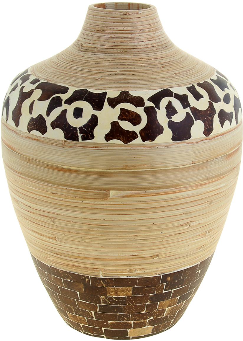 Ваза Лео, цвет: бежевый, 41 см1044805Невероятной красоты Ваза Лео выполнена вручную искусными ремесленниками экзотического Вьетнама. Поражает то, как автор совмещает материалы: сама ваза выполнена из натурального бамбука и инкрустирована частичками кокосового ореха. Прекрасное изделие, которое будет не только оригинальным предметом интерьера, но и настоящей гордостью для ценителя азиатской культуры. Преподнесите её молодожёнам на пятилетнюю годовщину свадьбы, а также даме на 8 Марта или День рождения. Пусть частичка загадочной страны украсит Ваш интерьер! Не желательно в вазу наливать воду, так как она плохо переносит сырость из-за отсутствия лака на внутренних стенках. Отлично подойдет в качестве украшения дома или офиса, а также под декоративные цветы.
